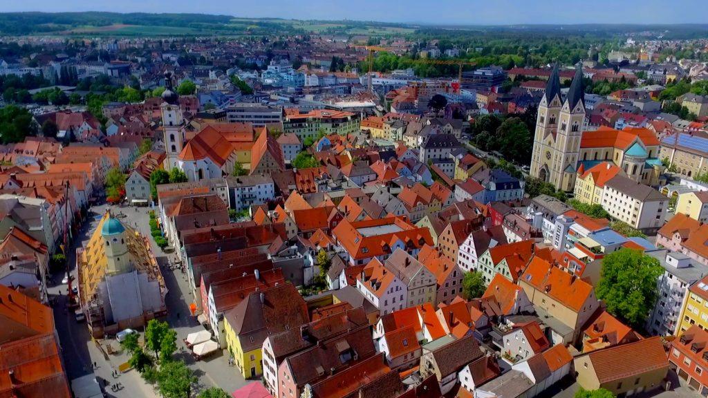 An aerial view of Stadt Weiden in der Oberpfalz Marktplatz