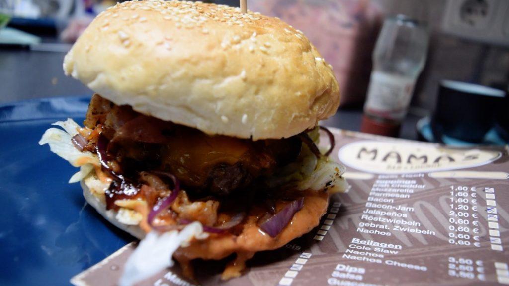 Burger Mittwoch at Mamas in Stadt Weiden in der Oberpfalz is a must!
