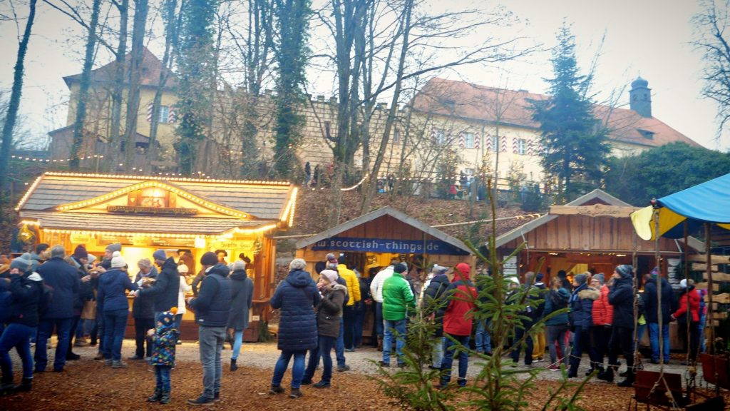 The Schloss Guteneck Christmas Market (Naburg) takes place at a Bavarian castle