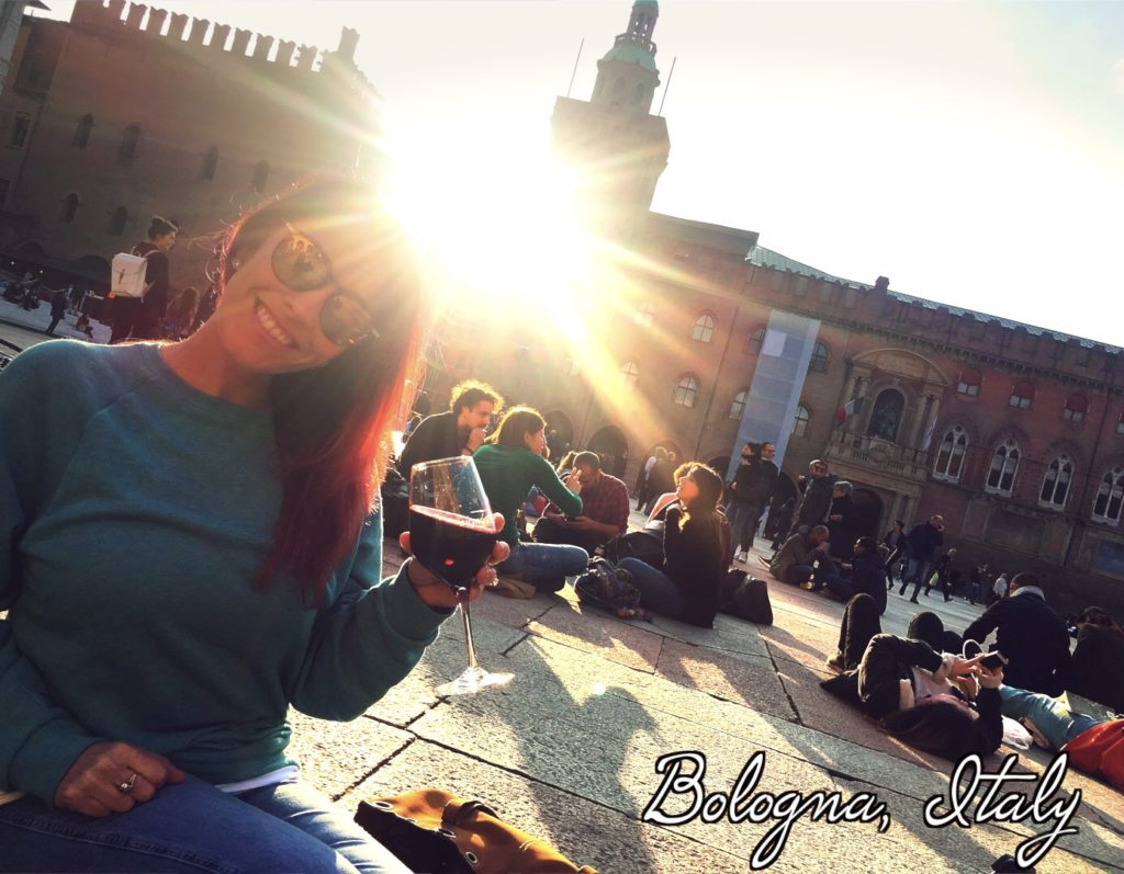 Enjoy a glass of wine in front of the Palazzo d'Accursio in Bologna!