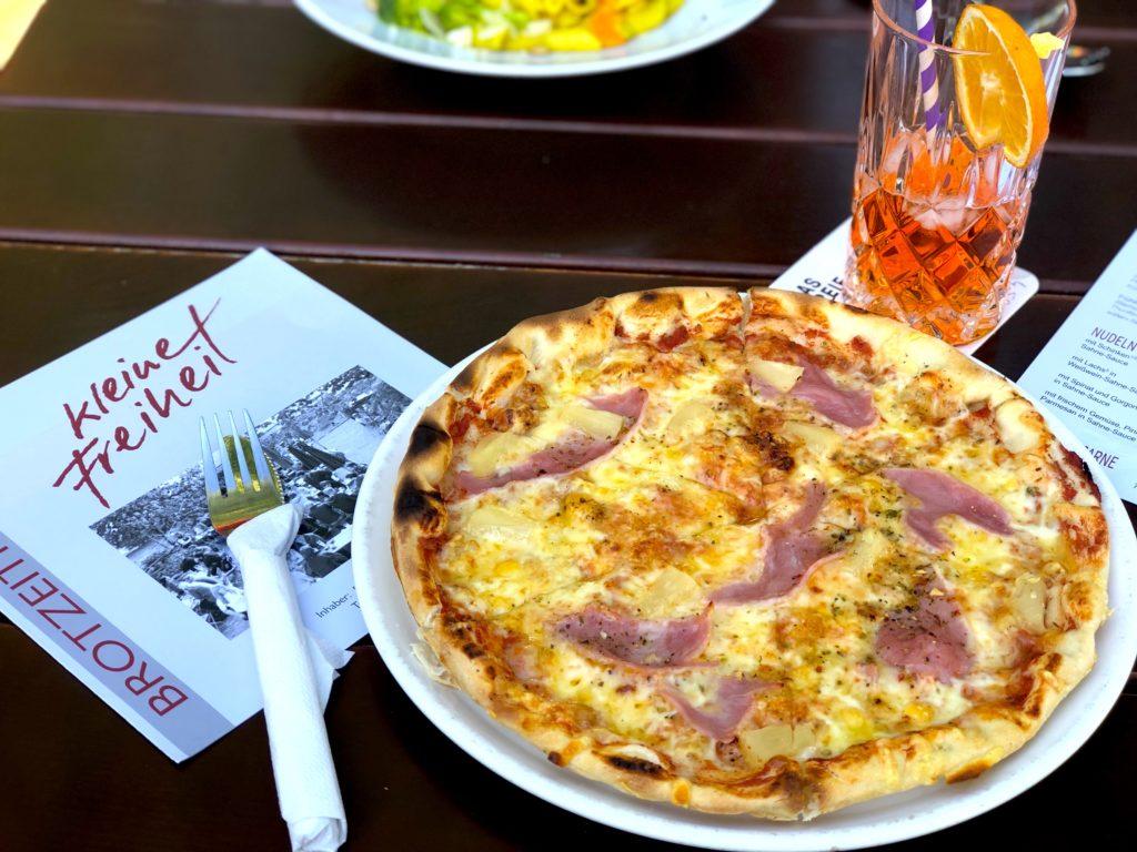 Hawaii pizza and Aperol Spritz at Kleine Freiheit in Weiden