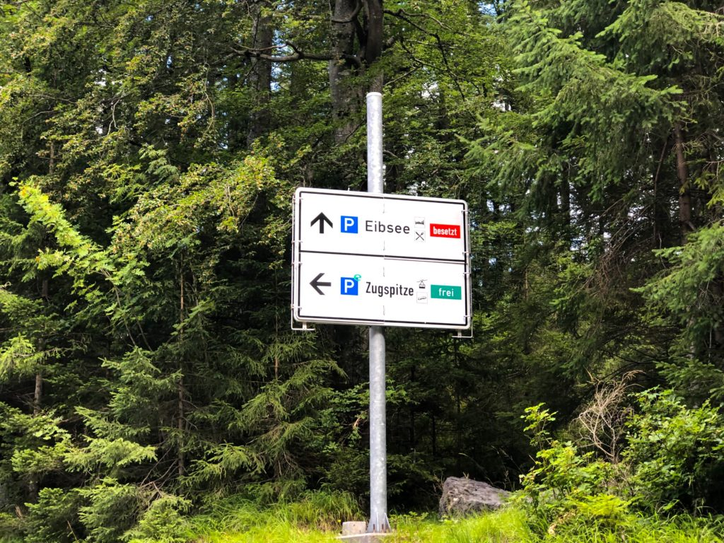 Parking availability sign for the Eibsee and Zugspitze