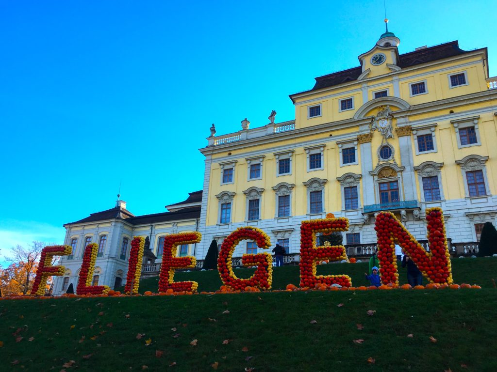 "The word ""Fliegen"" written in pumpkins behind the Ludwigsburg palace"