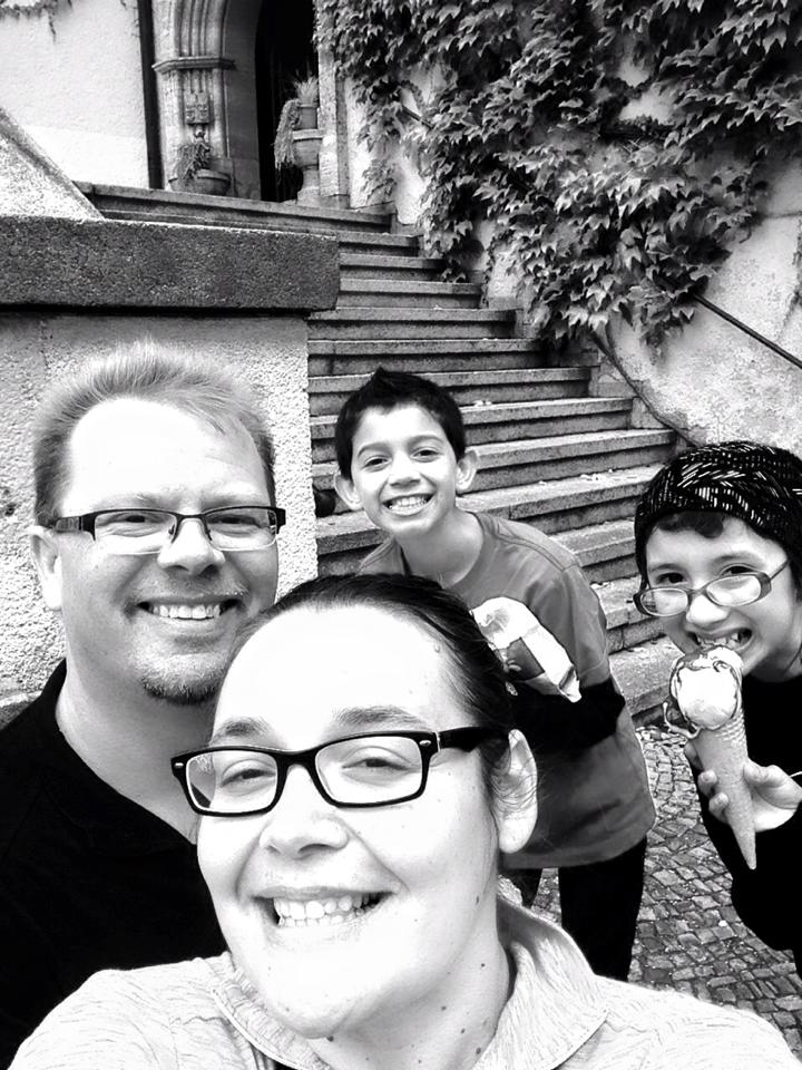Black and white photo of Rozanski family eating ice cream in weiden germany