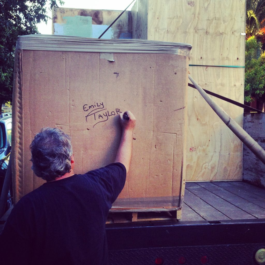 Labeling your household goods and moving boxes